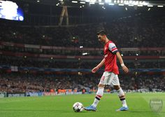 LONDON, ENGLAND - OCTOBER 01:  Mesut Ozil of Arsenal at Emirates Stadium on October 1, 2013 in London, England.  (Photo by David Price/Arsenal FC via Getty Images) *** Local Caption *** Mesut Ozil; Oesil