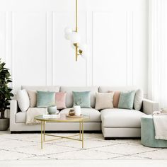 Ober sofá / Un sofá cómodo y con estilo. Un bonito y cómodo sofá tapizado en tela, disponible en varios tamaños y acabados. Si no dispones de mucho espacio en el salón puedes elegir entre los tamaños de dos y tres plazas, si el espacio no es un inconveniente puedes elegir la opción con Chaise Longue para disfrutar de los mejores momentos de relax. *En la imagen: Sofá 3 plazas con Chaise Longue a la derecha, tapizado en tela textura perla. Chaise Sofa, Cozy House, Home Living Room, Your Space, Small Spaces, Comfy, Furniture, Design, Home Decor