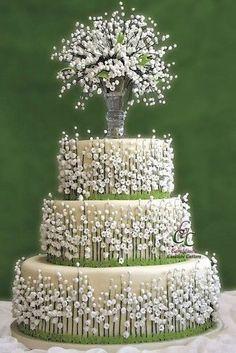 mini white flowers on wedding cake