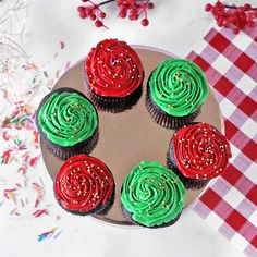 Chocolate Cupcakes for Christmas : Feel Christmassy as your taste buds dance to tunes of the finest Christmas Flavours in soft, fluffy, light Chocolate Cupcakes decorated with a Christmas themed frosting in red & green. Cupcakes Online, Cake Online, Christmas Countdown, Christmas Gifts, Online Gift Store, Cake Games, Christmas Cupcakes, Pumpkin Spice Cupcakes, Christmas Settings