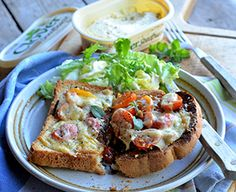 StyleNest presents this easy-to-cook Recipe for Welsh Rarebit. Delicious and hearty, this smoked cheese and cherry tomato rarebit is sure to leave your mouth watering. Welsh Recipes, Scottish Recipes, British Recipes, Recipe For Welsh Rarebit, Rarebit Recipes, Smoked Cheese, Cheese Toast, Beer Bread, Roasted Tomatoes