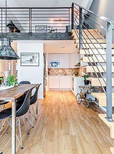 la cocina debajo de la escalera. Para tener en cuenta.