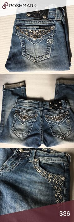 """Miss Me Cropped jeans Size 26 Like new condition, flawless. Inseam 19"""" Miss Me Jeans Ankle & Cropped"""