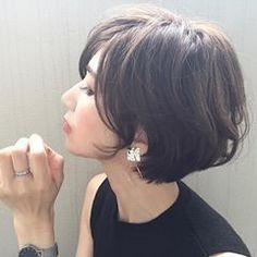 Hair styles Fall Nails fall color nails for dark skin Pretty Hairstyles, Bob Hairstyles, Medium Hair Styles, Curly Hair Styles, Great Hair, Hair Today, Hair Dos, Wavy Hair, Short Hair Cuts