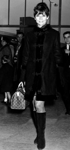 The actress Audrey Hepburn photographed at the Heathrow Airport, before leaving for Geneva (Switzerland). London (England), November 18, 1966.