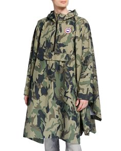 Shop Canada Goose Field Poncho In Multicolor from stores. On SALE now! man poncho with frontal zip, frontal pocket, hooded, camouflage print- Composition: Nylon, Polyurethane Canada Goose Camouflage, Canada Goose Mens, Waterproof Poncho, Rain Poncho, Casual Skirt Outfits, Camo Print, Military Jacket, Man Shop, Clothes For Women