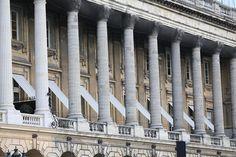 Hôtel du Plessis-Bellière (1770) 6, place de la Concorde Paris 75008. Architectes : Pierre-Louis Moreau-Desproux et Jacques-Ange Gabriel pour la façade. Transformés en un ensemble unique avec l'hôtel cartier au 8 par l'architecte Gustave Rives de 1898 à 1912.