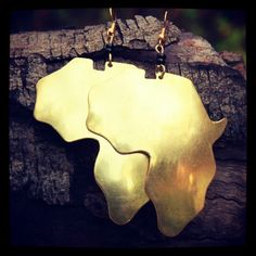Gold Africa Earrings - methinks I want these.
