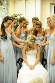 I want a photo like this, praying with the bride.