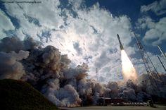 2006 - La sonda New Horizons de la NASA inicia su largo periplo rumbo al planeta enano Plutón
