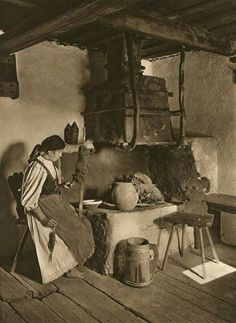 Romania to Kurt Hielscher. Photo reportage from 1933 Old Pictures, Old Photos, Vintage Photos, Foto Vintage, Romania People, She Wolf, Old Photography, Vintage Posters, Folk Art