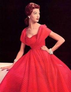 Simone D'Aillencourt in Jeanne Lanvin, 1957 Vintage Fashion 1950s, Fifties Fashion, Vintage Couture, Retro Fashion, Victorian Fashion, Vestidos Vintage, Vintage Gowns, Vintage Outfits, Vintage Hats