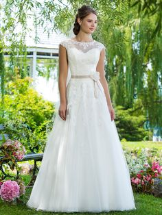 Brautkleider mit A-Linie | miss solution Brautkleider-Galerie - Modell 6097 by SWEETHEART GOWNS
