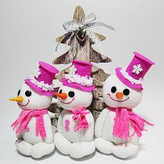 Sněhuláček pro radost. č.1380 Christmas Ornaments, Holiday Decor, Home Decor, Decoration Home, Room Decor, Christmas Jewelry, Christmas Baubles, Christmas Decorations, Interior Decorating