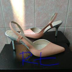 Adu murni ini emas lawan logam, Adu hitam jelas kalah legam Ibarat palu biasa maka retak temui godam.... #handmadeshoes  #shoemaker  #shoedesign  #heels #heelsaddict #indonesianheels  #nudeheels #indonesian