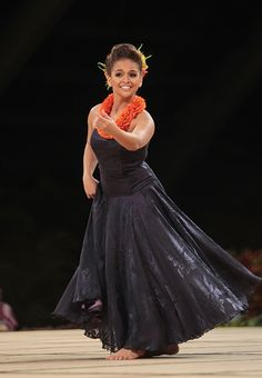 Manalani Mili Hokoana English captured the title of Miss Aloha Hula Thursday night at the Merrie Monarch Festival competition in Hilo.