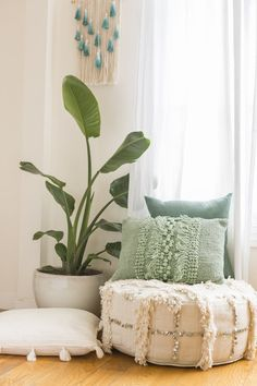 This Boho Living Room Makeover Is Goals - Maddison Atwood - This Boho Living Room Makeover Is Goals Before and After: A Beachy Living Room Makeover With a Jungalow Indian Living Rooms, Coastal Living Rooms, Boho Living Room, Bohemian Living, Living Room Decor, Bedroom Decor, Modern Bedroom, Bedroom Interiors, Decor Room