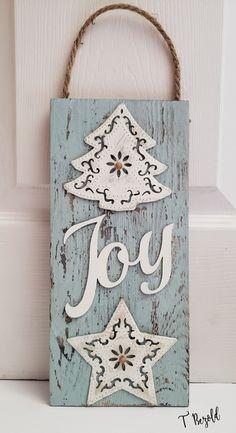 Cricut Christmas Ideas, Christmas Wood Crafts, Diy Christmas Tree, Christmas Signs, Christmas Projects, Holiday Crafts, Christmas Decorations, Holiday Fun, Christmas Ornaments