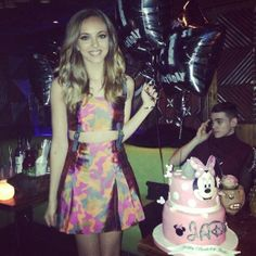 Jade is celebrating her 21st b-day early!!! Her real birthday is Dec. 26, if you guys didn't know!! I love her cake!