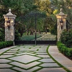 62 Ideas For Landscaping Driveway French Drain - fantasticgarden Ideas for Landscaping Entrance French Drain - fantasticgardens garden gardendesign landscapingTracy Pray Bradshaw Driveway Entrance Landscaping, Driveway Design, Driveway Gate, Backyard Landscaping, Front Gates, Entrance Gates, Gate Design, Design Design, Garden Gates