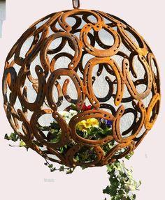 Hufeisen- skulpturen                                                                                                                                                                                 Mehr