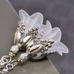 lucite flower earrings | Lucite flower frost earrings.