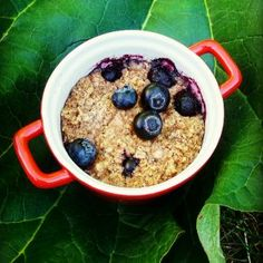 Tässä on taatusti kesän helpoin ja lyömättömän herkullinen puuro, joka valmistuu uunissa itsekseen ja maistuu koko perheelle. Puuroa syödessään voisi … Acai Bowl, Oatmeal, Paleo, Food And Drink, Gluten Free, Sugar, Baking, Breakfast, Recipes