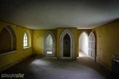 Ravenloft Castle is in upstate NY, is abandoned, unloved, and breaks my heart. Want.