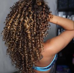 If you've been looking for a quick & easy rinse for longer stronger hair & nails click the link Dyed Curly Hair, Colored Curly Hair, Curly Hair Care, Curly Hair Styles, Natural Hair Styles, Heart Shaped Face Hairstyles, Curly Highlights, Curly Hair Routine, Permed Hairstyles