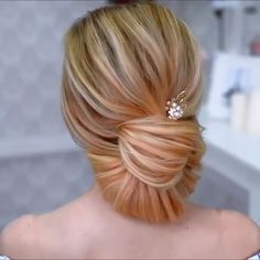 20 Stylish Updo Hairstyles That You Will Want to Try / Latest Hair Trends 2019 A chic hairstyle that will make you run for all your casual, lazy days, spring mornings, sunny afternoons, summer evening Lazy Hairstyles, Best Wedding Hairstyles, Summer Hairstyles, Stylish Hairstyles, Holiday Hairstyles, Medium Hair Styles, Curly Hair Styles, Updo Styles, Cabelo Ombre Hair