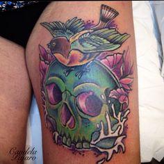 Skull with a bird by Candela Pájaro