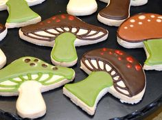 Woodland Mushrooms Cookies-  My mom had the whole kitchen decorated like this when I was a kid!   (wallpaper border, potholders, dishtowels, CLOCK!)