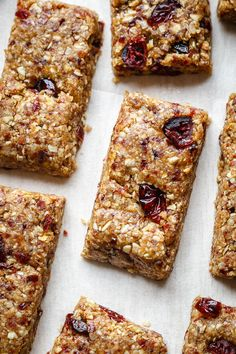 o-Bake Almond Cherry Granola Bars – Chewy and full of delicious flavors, these homemade granola bars are made with only 5 ingredients! Barres granola à [. Healthy Granola Bars, Chewy Granola Bars, Homemade Granola Bars, Granola Bar Recipes, Healthy Bars, Cherry Recipes Healthy, Healthy Snacks, Delicious Snacks, Quick Snacks