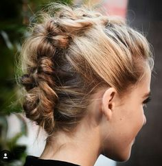 awesome Coiffure tresse : From Jessica to Kristen: 5 Killer Celebrity Beauty Loo. - New Hair Styles Faux Hawk Hairstyles, Prom Hairstyles For Short Hair, Short Hair Updo, Box Braids Hairstyles, Pretty Hairstyles, Short Hair Styles, Messy Hair, Hairstyles 2018, Teenage Hairstyles