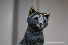 De Rosa adorable Striped Cat Figurines Giveaway! find this fantastic photo from Katzenworld  https://katzenworld.co.uk/2016/05/06/de-rosa-striped-cat-figurines-giveaway/