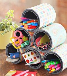 une-pyramide-de-pots-a-crayons-customisés-de-papier-a-motifs-shabby-chic-idée-comment-faire-un-pot-a-crayon-soi-meme