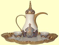 Traditional Arabic Coffee Pot (Dallah) and Cups Coffee Pods, Coffee Set, Arabic Coffee, Arabic Tea, Arabic Decor, China Clay, Turkish Tea, Tea Service, Chocolate Coffee