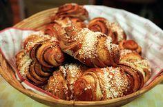 Maailman parhaat korvapuustit | ET Sausage, Almond, Yummy Food, Bread, Cooking, Sweet, Recipes, Yum Yum, Cupcakes