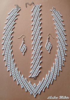 Best Seed Bead Jewelry 2017 Necklace from Anna Seed Bead Tutorials Seed Bead Bracelets Diy, Beaded Bracelets Tutorial, Seed Bead Necklace, Bead Jewellery, Seed Bead Jewelry, Handmade Beads, Handmade Necklaces, Colar Boho, Beaded Necklace Patterns