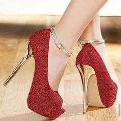 真っ赤なネイルで目指すは誰よりもホットな女の子 赤色のネイルデザイン集