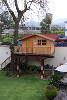 Casita en el Arbol, cabaña de juegos infantil a cuatro aguas, en jardines del pedregal