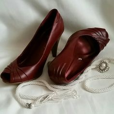 Mossimo leather burgundy open toe sz 10 heels NWOB Mossimo leather burgundy size 10 peep toe heels. 3.75 faux stacked wood heels. Faux pleats at front and back of shoe. Area of grip on bottom of shoe. NWOB. Wossimo Shoes Heels