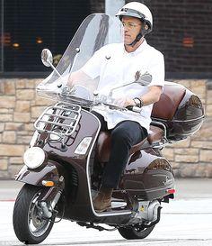 Tom Hanks on a Vespa Vespa Vbb, Vespa Lambretta, Motor Scooters, Vespa Scooters, Vespa Helmet, Vstar 1100, Sidecar, Vespa Logo, Honda