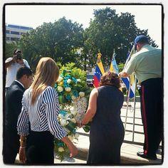 Entrega de ofrenda floral en la Plaza Bolívar #21Aniversario #Lecheria - @lecheria- #webstagram