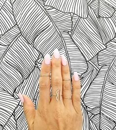 ombre pale nails and dainty rings for the win.