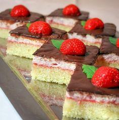 Kapri torta s jagodama Cheesecake, Funny Cake, Pie Cake, Italian Desserts, How Sweet Eats, Food Cakes, Something Sweet, Cakes And More, Sweets
