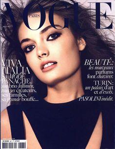 Vogue Paris mai 2006 http://www.vogue.fr/photo/les-photographes-de-vogue/diaporama/mario-testino-en-53-couvertures-de-vogue-paris/5735/image/406794#vogue-paris-mai-2006