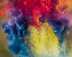 El experimento que forma remolinos y nubes de colores.