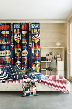 Marimekko home decor inspiration Tiny Loft, Marimekko Fabric, Drapes Curtains, Drapery, Kid Spaces, Home Decor Inspiration, House Colors, Kids Bedroom, Home Furniture