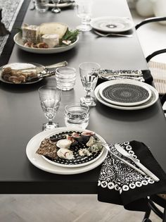 Lotta Agaton for Marimekko - Nordic Design Marimekko, Villeroy, Scandinavian Living, Nordic Design, Dinner Table, Dining Furniture, Bon Appetit, Decoration, Food Inspiration